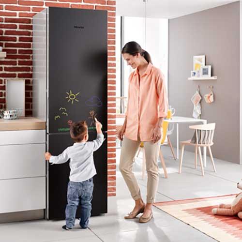 Blackboard edition von miele: Die Geräte bieten zudem modernes Design ohne sichtbare Griffe, sind hochwertig ausgestattet und sparsam im Verbrauch.